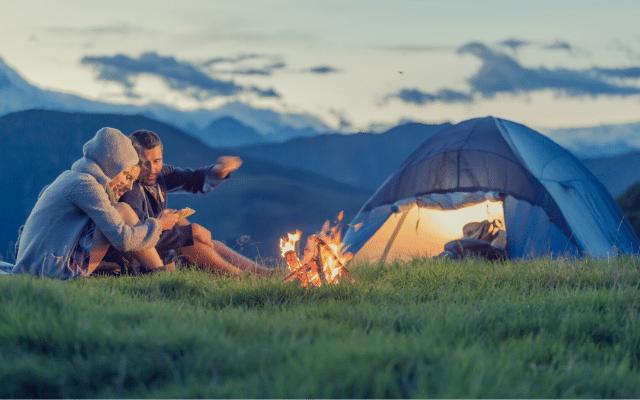 Co zabrać pod namiot? [Poradnik dla singli, par i rodzin]